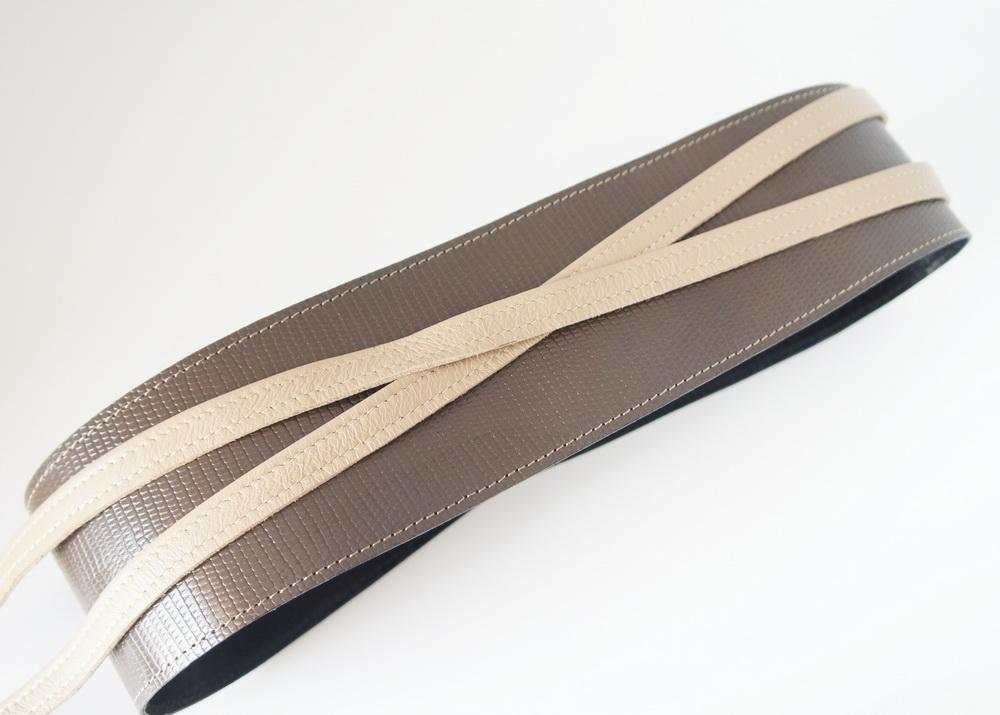 Пояс из натуральной фактурной кожи, шоколадно-бежевый